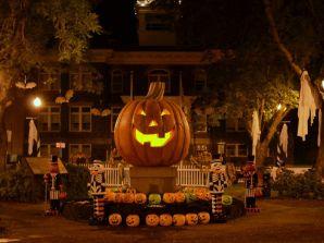 HT_2013_Spirit_of_Halloweentown_Plaza_MEM_161005_4x3_992